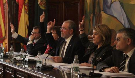 Una votació del ple provincial celebrat ahir.