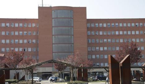 Façana de l'hospital Arnau de Vilanova.