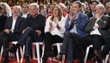 Susana Díaz, flanquejada pels expresidents del Govern Felipe González i José Luis Rodríguez Zapatero.