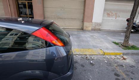 Un despreniment danya tres cotxes a Cappont