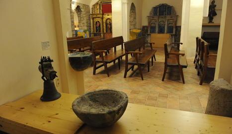 La pila ja llueix a l'Església Vella de l'Assumpció del Pont de Suert, al costat de la resta de la col·lecció.