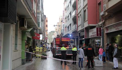 L'incident, que va tenir lloc al carrer Alcalde Costa, va despertar molta expectació entre els vianants.
