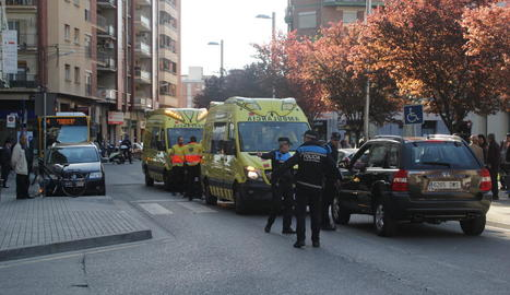 El doble atropellament es va produir ahir al carrer Lluís Companys.