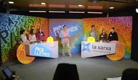 Òscar Fernández, al centre de la imatge, presentarà la nova edició del concurs de Lleida TV.