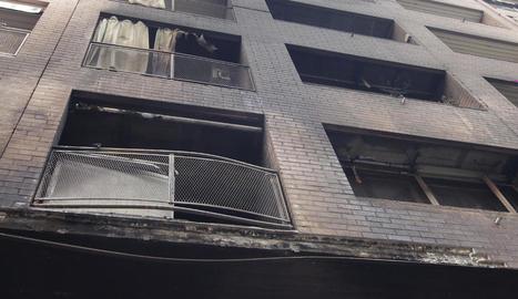 Els balcons dels pisos situats just a sobre van quedar destrossats.
