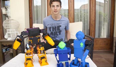 El jove de Cervera Guillem Casadesús, ahir, amb alguns dels seus projectes.