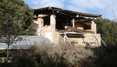 L'edifici que va construir Vàzquez a Sant Esteve de la Sarga.
