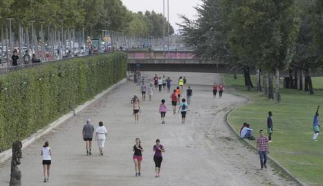La canalització és un dels llocs més utilitzats per fer esport a la ciutat.