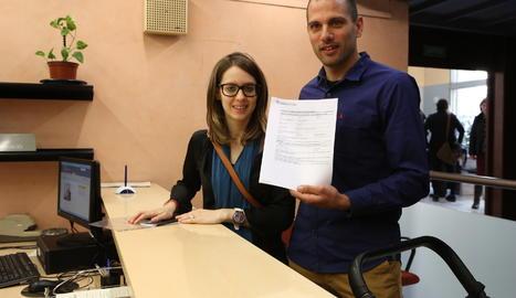 La primera parella que s'ha inscrit al registre de parelles de fet de Catalunya.