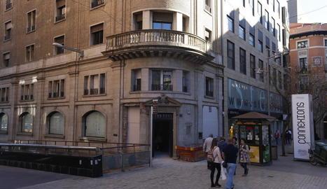 Vista del local, ubicat a la cantonada amb el carrer Saragossa.