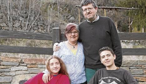 Imma Bellera, Jordi Abella i els seus dos fills, Genís i Àssua Bellera Abella.