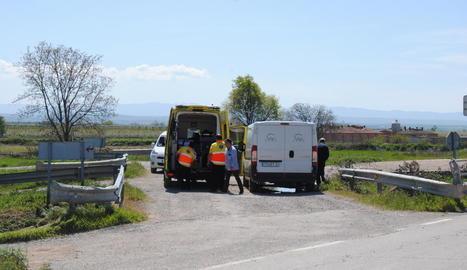 Efectius de Bombers, Mossos d'Esquadra i del SEM es van traslladar ahir fins al lloc de l'accident a la C-233.