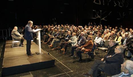 Ros va pronunciar la conferència organitzada pel Col·legi de Periodistes a l'escenari de la Llotja.
