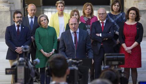 Pedro Antonio Sánchez presentant la renúncia al càrrec.