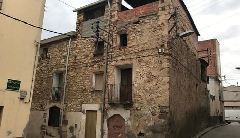 Un dels edificis que s'enderrocaran aquest mes.