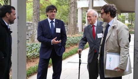 Carles Puigdemont a Atlanta amb el senador Ambler Hodges Moss, amb bastó.