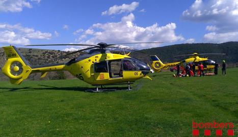 Efectius d'emergències en el rescat ahir a Ribera d'Urgellet.