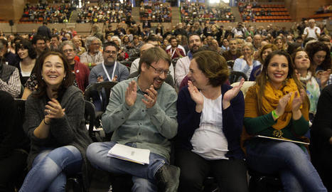 Xavier Domènech i Ada Colau, ahir a l'assemblea dels comuns.
