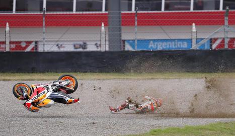 L'Honda va volar pels aires i Marc va sortir il·lès de l'espectacular accident.