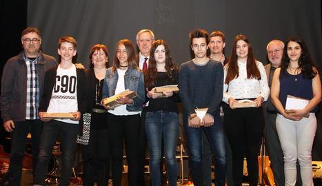 Foto de família dels premiats en la categoria infantil i juvenil que va tenir lloc dissabte a la nit a Bellpuig.