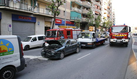 Un moment d'accident, amb quatre vehicles implicats.