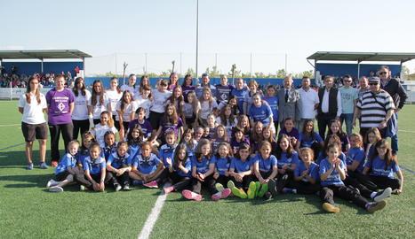 Foto de família de l'homenatge de l'AEM de Lleida als seus equips femenins.