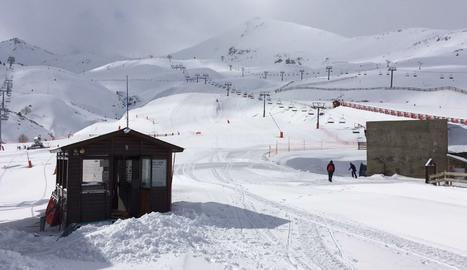 Vista de les pistes a l'estació de Boí Taüll, a l'Alta Ribagorça, en l'actual temporada de neu.