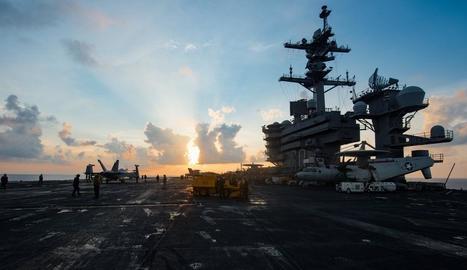 El portaavions USS Carl Vinson i el seu grup d'atac al mar del Sud de la Xina.