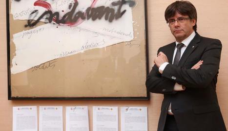 Puigdemont va posar ahir amb les cinc advertències sobre conseqüències penals de desatendre el TC.