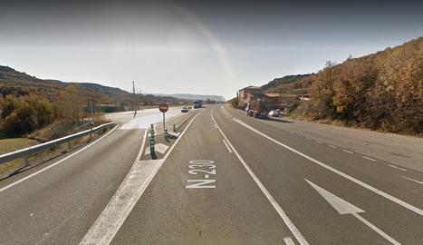 L'àrea d'aparcament per a camions i l'hostal situats al punt quilomètric 98 de l'N-230 a Areny de Noguera.
