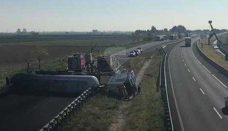 El camió accidentat a Sidamon aquest dimecres.