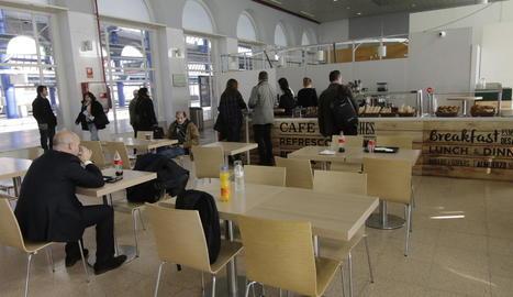 Des de finals de gener, hi ha un servei de cafeteria provisional.