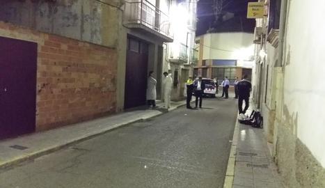 La unitat científica dels Mossos d'Esquadra va recollir proves dijous al pis de Mollerussa.