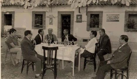 restaurant. Sempre hi ha hagut un restaurant, punt d'encontre dels habitants, encara que ha canviat de lloc.