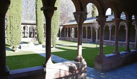 El claustre del parc de la Valira reprodueix el de la catedral de la Seu.