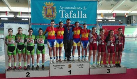 Maria Banlles, dalt del podi primera per l'esquerra de l'equip de Catalunya.