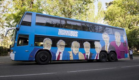 Imatge de l'anomenat 'tramabús' de Podem recorrent Madrid.