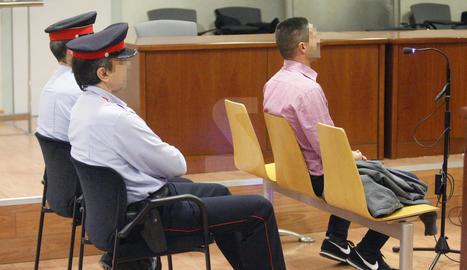 L'acusat, el dia del judici als jutjats de Lleida.