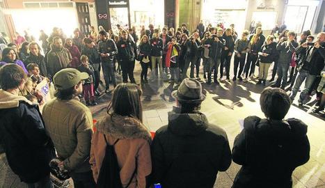 Imatge d'arxiu d'una concentració a la plaça Paeria contra l'homofòbia.