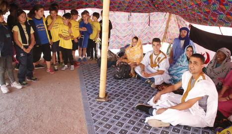 Sàhara Ponent va muntar ahir una haima al col·legi Riu Segre i va impartir formació als alumnes.