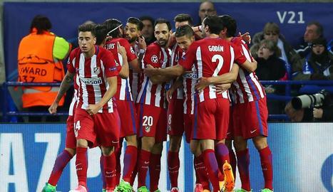 Els jugadors blanc-i-vermells festegen el gol de Saúl Ñíguez, que va acabar sent decisiu.