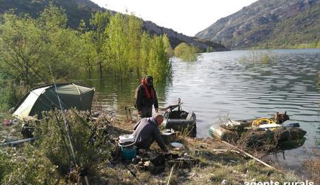 A Os de Balaguer van multar tres pescadors sense llicència.