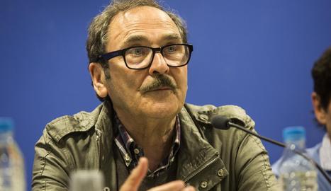El poeta Jaume Pont, durant la presentació a Tàrrega.
