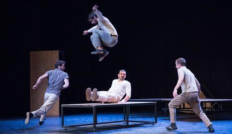 Acrobàcies, dansa i humor a 'inTarsi', de la companyia de circ eia.