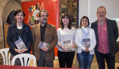 Montse Macià, Joan Reñé i Rosa Pujol, ahir a la biblioteca de l'IEI al presentar els actes de Sant Jordi.
