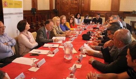 Un moment de la reunió d'ahir a la subdelegació del Govern a Lleida.