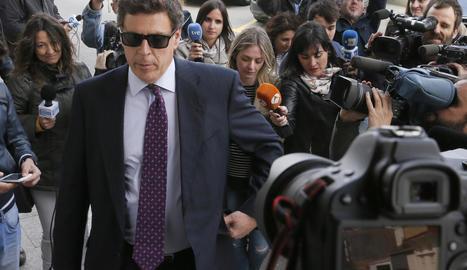 El pare de la jove, Juan Carlos Quer, a l'entrar al jutjat.