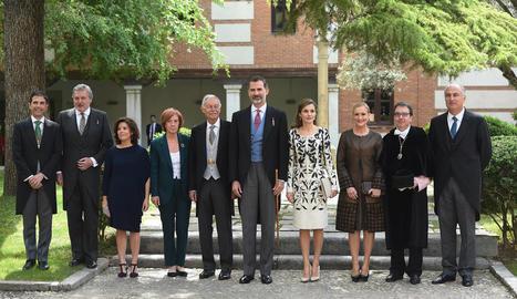 Foto de família després de l'entrega a Eduardo Mendoza del Premi Cervantes de mans del rei Felip VI.