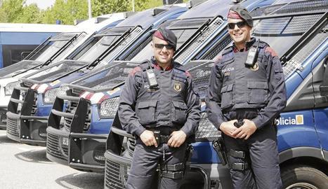 Salva i David, agents de l'Àrea Regional de Recursos Operatius dels Mossos a la comissaria de Lleida.
