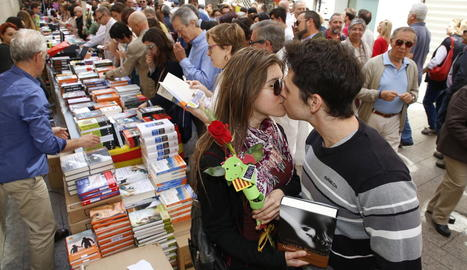 Els lleidatans omplen els carrers de nou en un Sant Jordi que s'allarga tot el cap de setmana